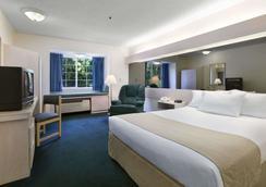 Microtel Inn & Suites by Wyndham Palm Coast - Palm Coast - Bedroom