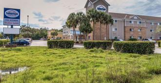 Suburban Extended Stay Hotel Fort Myers Cape Coral - Fort Myers - Building