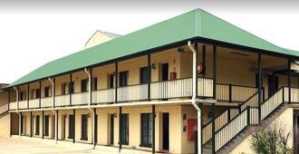 Town Square Motel - Orange