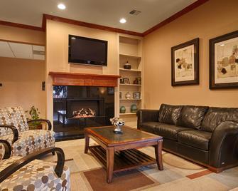 Best Western Cleveland Inn & Suites - Cleveland - Obývací pokoj