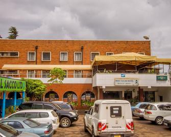 Meru Safari Hotel - Meru - Building