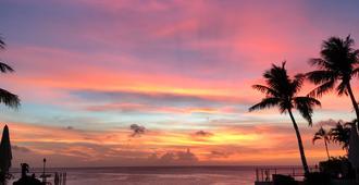 Guam Reef Hotel - Tamuning - Vista externa