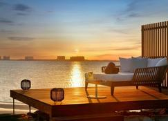 The Ritz-Carlton Ras Al Khaimah, Al Hamra Beach - Ras al-Chajma - Patio