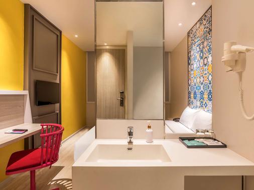 ibis Styles Phuket City - Phuket City - Bathroom