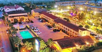 La Fiesta Ocean Inn And Suites - סנט אוגוסטין - בניין