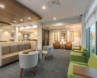 Holiday Inn Express & Suites San Marcos South - San Marcos - Lobby