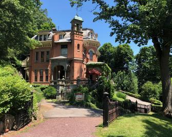 The Harry Packer Mansion Inn - Jim Thorpe