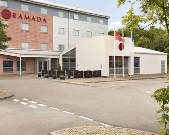 Ramada by Wyndham Wakefield - Ossett - Building
