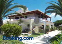 Residencia Julio - Sagres - Building