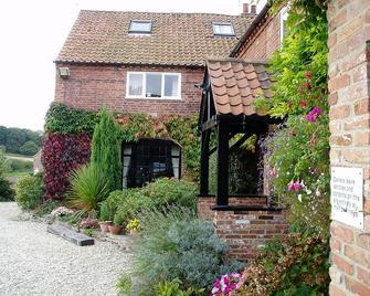 The Barns Country Guesthouse - Retford - Building