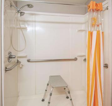 La Quinta Inn San Antonio Brooks City Base - San Antonio - Phòng tắm