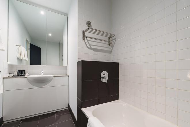 Mantra 100 Exhibition Melbourne - Melbourne - Bathroom