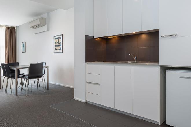 Mantra 100 Exhibition Melbourne - Melbourne - Kitchen