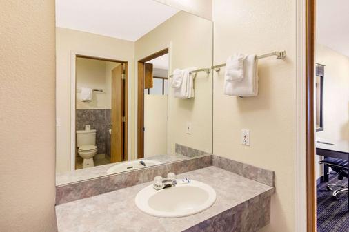 Rodeway Inn - Coeur d'Alene - Bathroom