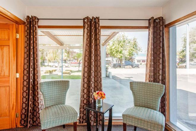 Rodeway Inn - Coeur d'Alene - Living room