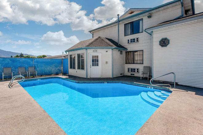 Rodeway Inn - Coeur d'Alene - Pool