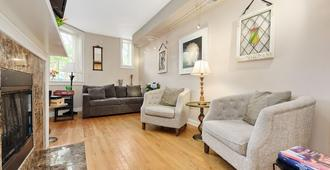 Vintage Condo With Whirlpool Tub, Fireplace And Open Floor Plan. Mins. To Lak - Chicago - Sala de estar