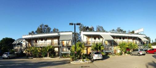 Novena Palms Motel - Northgate - Building