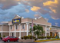 Travelodge by Wyndham Fort Myers - Fort Myers - Edificio