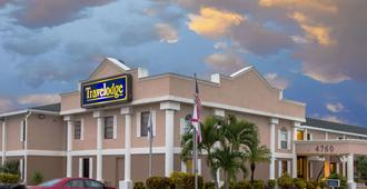 Travelodge by Wyndham Fort Myers - Fort Myers - Building