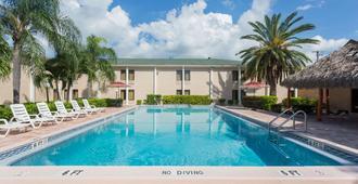Travelodge by Wyndham Fort Myers - פורט מאיירס - בריכה