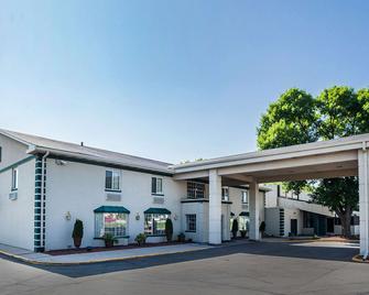 Quality Inn & Suites - Ντε Μόιν - Κτίριο