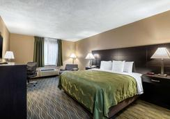 Quality Inn & Suites - Des Moines - Bedroom