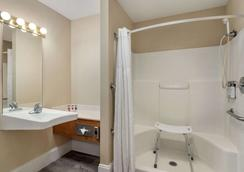 Travelodge by Wyndham Lake Havasu - Lake Havasu City - Phòng tắm