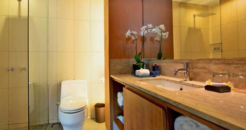The Oasis Lagoon Sanur - Denpasar - Bathroom