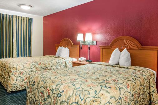 Rodeway Inn - La Grange - Schlafzimmer