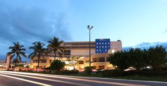 One Puerto Vallarta Aeropuerto - Puerto Vallarta - Building