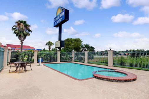 休斯敦北戴斯套房酒店 (FM 1960) - 休士頓 - 休斯頓 - 游泳池