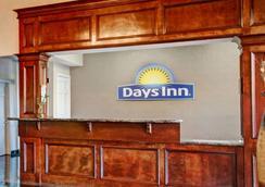 Days Inn & Suites by Wyndham Houston North/FM 1960 - Houston - Recepción
