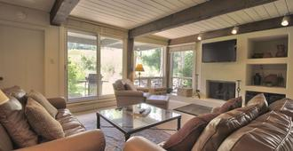 Top of the Village, a Destination by Hyatt Residence - Snowmass Village - Living room
