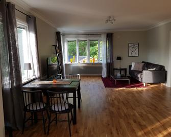 Lovely Spacious Apartment centerally - Sandviken (Gävleborg) - Dining room
