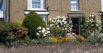 The Beaumont - B&B - Sittingbourne - Outdoor view