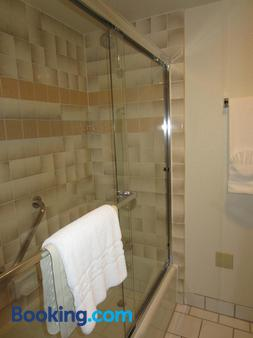 Best Western Plus Monterey Inn - Monterey - Phòng tắm