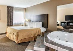 Quality Inn & Suites - Mattoon - Bedroom