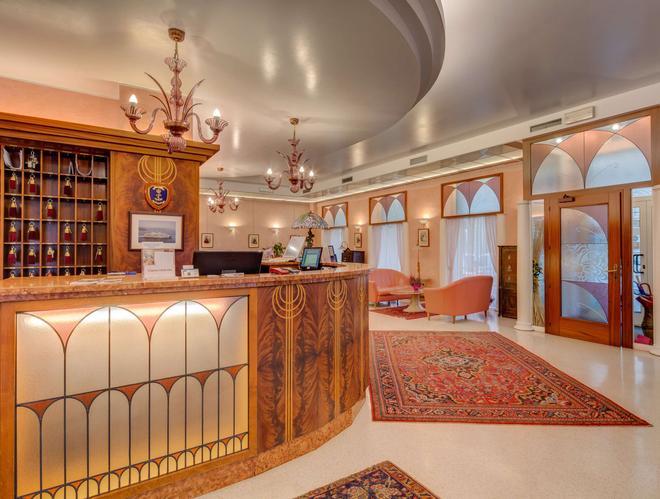 聖朱斯托貝斯特韋斯特酒店 - 第里雅斯特 - 的里雅斯特 - 櫃檯