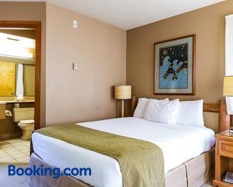 Tsa-Kwa-Luten Lodge - Quathiaski Cove - Bedroom