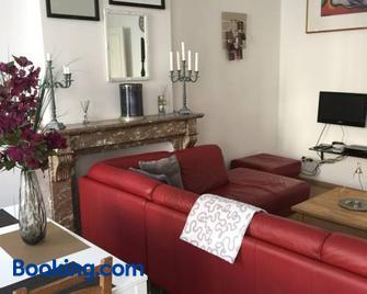 Les Gîtes Du Pays De Charleroi - Шарлеруа - Living room