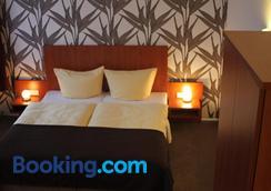 Hotel Schwarzer Adler - Jever - Bedroom