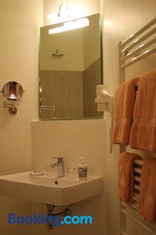 Hotel Schwarzer Adler - Jever - Bathroom