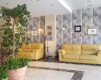 Hotel Arcea Villaviciosa - Villaviciosa - Lobby