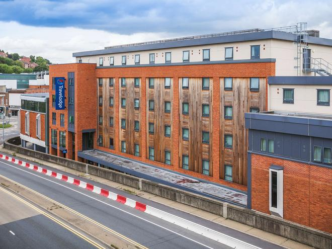 Travelodge High Wycombe Central - High Wycombe - Building