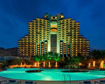 Le Méridien Al Aqah Beach Resort - Al Aqah - Building