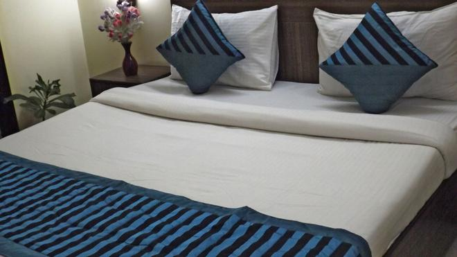 Hotel Luck Residency - New Delhi - Bedroom