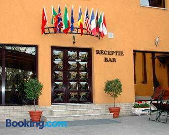 Hotel Iris - Arad - Building
