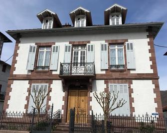 La Villa Esponda - Saint-Jean-Pied-de-Port - Building