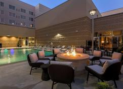 DoubleTree by Hilton Evansville - Evansville - Pool